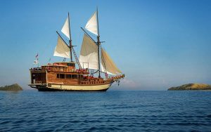 Suite Boat - Komodo Boat Tour Charter